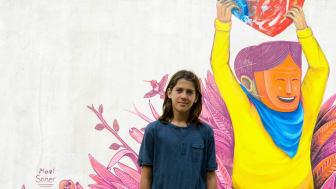 Mael Victory gör en muralmålning i San José för UNICEF Sverige