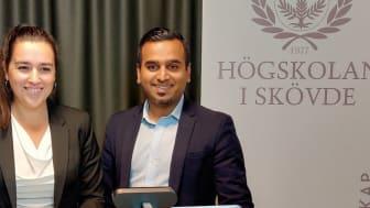 Kursansvarig Ainhoa Goienetxea och Tehseen Aslam, examinator och vicerektor för samverkan vid Högskolan i Skövde.
