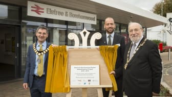 The Mayor of Hertsmere, Cllr Rabbi Alan Plancey (right) and Elstree & Borehamwood Town Mayor Cllr Simon Rubner join Thameslink and Great Northern MD Tom Moran to officially open Elstree & Borehamwood station