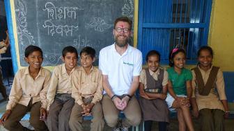 Under sin projektresa  i Indien träffade Thomas Rebermark elever och personal på flera skolor för att lära sig mer om utvecklingen på plats. Här i Gogunda, Rajasthan på en av skolorna Barnfonden arbetar med.