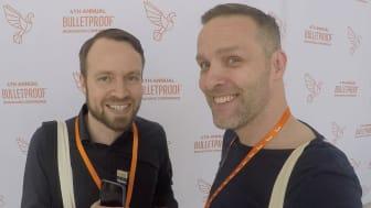 Mattias Ribbing och producent Pontus Ströbaek provar galna biohacks