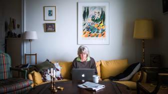 82-årige Kerstin Wolgers har aldrig været på internettet – følg hendes første uge online
