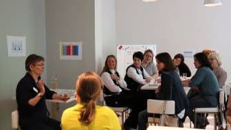 Beim FrauenZimmer-Kongress erleben Frauen der Dachdecker- und Zimmererbranche interessante Workshops, hochkarätige Referentinnen und ein abwechslungsreiches Rahmenprogramm.