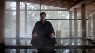 Petter A Stordalen invigde det nyöppnade Yasuragi med japansk svärdritual.