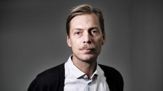 """Martin Grander, bostads- och urbanforskare vid Malmö universitet, är föreläsare vid Högskolan i Skövdes första digitala populärvetenskapliga café. Föreläsningen heter """"Vem får bo var?"""" och ges från Martins arbetsrum på Malmö universitet."""