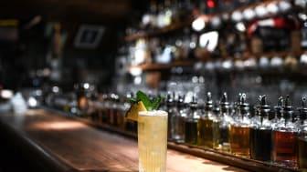 """Moderna cocktailklassiker i ny tappning  – Fairmont presenterar """"The Decades"""""""