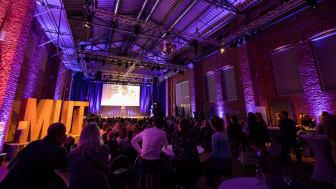 Rund 300 Gäste aus Wirtschaft, Politik, Kultur, Medien in der Freiheizhalle