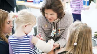 Kungligt besök på Sveriges första integrerade förskola