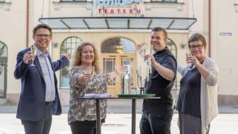 Restaurangen Foajén står för maten till Teater Västernorrlands Mat&Teater i Sundsvall. Joakim Granqvist, Teater Västernorrland, Karin Norberg, Teater Västernorrland, Marcus Hjort, Foajén, och Carin Sjödin, Teater Västernorrland, hälsar välkomna.