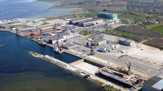 Luftfoto af de to nye skibe under ombygning