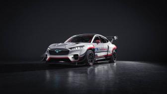 Ford Performancen ja RTR:n täyssähköinen Mustang Mach-E 1400 prototyyppi vie kilpa-ajon ja driftingin uudelle tasolle