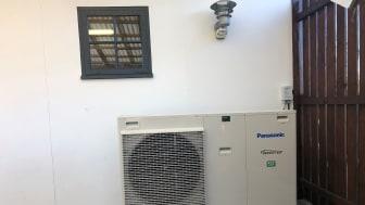 Installeret varmepumpe ved Erik og Merete Pedersens bolig i Rørvig