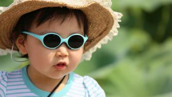 Tre av fyra barn skyddas inte tillräckligt från solens skadliga UV-strålning