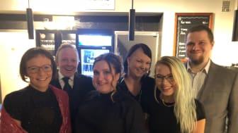 Några av medarbetarna på Café REKOmmenderas