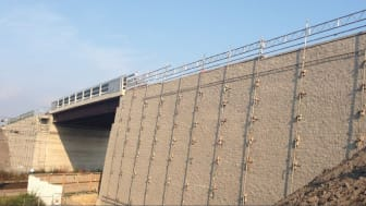 The reinforced earth structures reduced earth pressure behind the bridge abutments, while also reducing the load imposed on the treated ground.