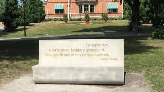 Ragnar Thoursies litterära bänk i Stadsparken