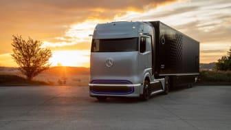 Mercedes-Benz GenH2 är en konceptlastbil som tankas med flytande väte och har en räckvidd på 100 mil enligt tillverkaren. 2023 ska lastbilen vara redo att testas i skarpt läge. Bild: Daimler Truck AG.