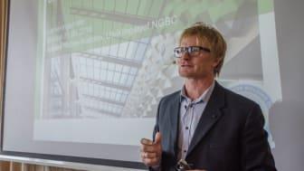 Anedrs Nohre-Walldén, utviklingssjef i NGBC, presenterte innholdet i BREEAM-NOR 2016 under lanseringsfrokosten onsdag morgen. Foto: Sindre Sverdrup Strand, Byggeindustrien