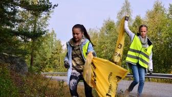 Ungdomar från Haninge konståkningsförening städar Sverige under 2020.