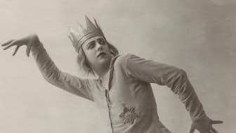Jean Börlin i Maison de Fous (Dårhuset), 1920. Foto: Studio Isabey, Paris, Dansmuseets arkiv