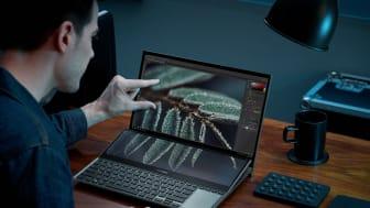 ZenBook Pro Duo 15 OLED_UX582_Scenario photo_02.jpg