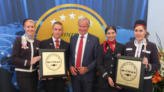 Norwegian CEO Bjørn Kjos and LGW crewmembers accepted the Skytrax awards earlier today at the Farnborough Air Show.