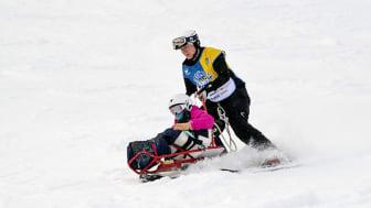 Svenska Skidförbundet vill göra fysisk aktivitet och lek på snö mer tillgängligt för alla. Foto: Ulf Palm (bilden tagen i Källviksbacken i Falun)