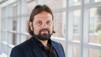 """Fredrik Sunnemark, docent i idéhistoria, har skrivit krönikan """"Mannen i den bruna kavajen"""""""