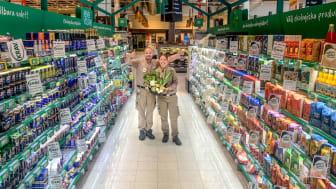 """ICA Maxi Nacka har samlat sina största ekologiska leverantörer i en """"ekogång"""" i butiken."""