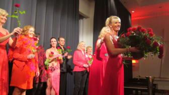 Woman in Red.  Vår årliga kampanj för kvinnohjärta.