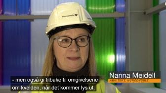 Arkitekt Nanna Meidell forteller om Nedre Fiskumfoss i et nytt program om vannkraft på NRK (Skjermdump NRK)