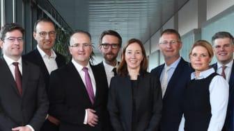apoBank-Vorstand Holger Wessling (3. v. r.) und Volker Mauß (3. v. l.) mit Referenten