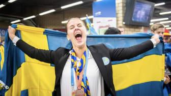 Inför 200,000 besökare tog Jonna Mjörnell emot priset som världens 3e bästa undersköterska. Nu ska hon plugga vidare till sjuksköterska. Foto: Worldskills Sweden.