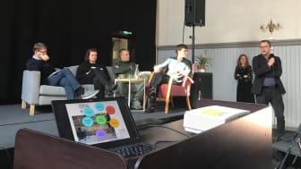 Paneldeltagere Anders Leisner (Huseiernes Landsforbund), Anne-Rita Andal (Leieboerforeningen), Viktor Gjengaard (nestleder i bydelsutvalget), Katja Bratseth (undersøkelsesansvarlig). Helt til høyre: bydelsdirektør Tore Pran gir innspill til panelet