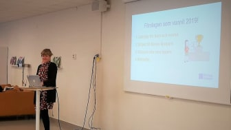 Hilda Wenander, utvecklingsledare på Bostadsbolaget, presenterar de fyra förslag som kommer genomföras med hjälp av boendebudgeten.