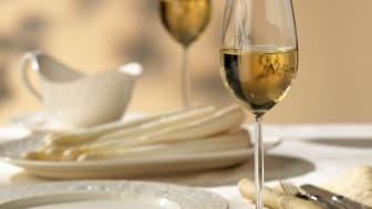 Spargel und Wein © + F: Deutsches Weininstitut (DWI) - OBS: Videre bruk av bildet ikke tillat!