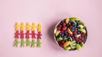 Er du ofte fysen på noe godt? Bytt ut godteriet med frukt eller bær