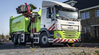 Den första DAF CF Electric 6x2-sopbilen har börjat användas av det nederländska sophämtningsföretaget ROVA.