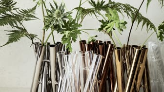"""Sieben Glasröhren, fünf verschiedene Varianten: nach dem Entwurf """"Triu"""" die zweite avantgardistische Vasenkollektion """"Seven"""" von Jan Padrnos für Rosenthal."""