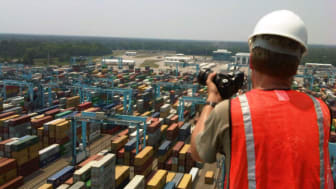 Setting up our time lapse camera at APM Terminals in Virginia #Cavotecfilm