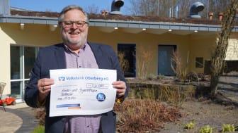 Hospizleiter des Kinder- und Jugendhospiz Balthasar in Olpe, Rüdiger Barth, ist dankbar für die Spende von BPW.