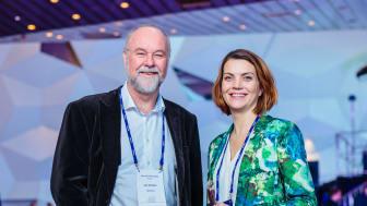 TENKER ALTERNATIVT: Jan Bråthen fra og Gunnel Fottland  fra Enova under presentasjonen på Enovakonferansen.