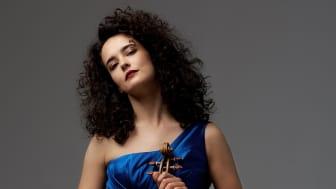 Violinvirtuosen Alena Baeva spelar Prokofiev med Gävle Symfoniorkester