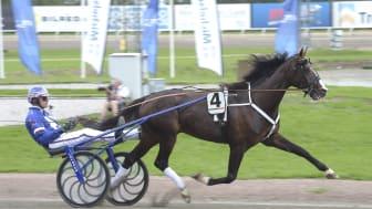 Racing Mange och Joakim Lövgren har kvalat in till Elitloppet på Solvalla.