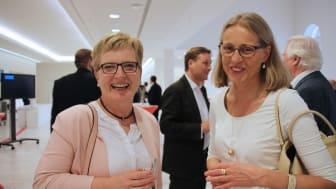 TH-Präsidentin Professorin Dr. Ulrike Tippe im Gespräch mit der Präsidentin der Filmuniversität Babelsberg, Professorin Dr. Susanne Stürmer.