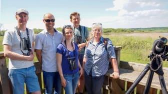 Araslövssjön var sista stoppet för exkursionen tillsammans med de franska forskarna. Från vänster: Pär Söderquist, Olivier Boutron, Marion Vittecoq, Johan Elmerg, Ann-Sofi Rehnstam-Holm.