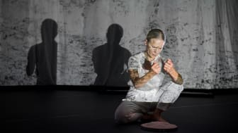 Dansaren och koreografen Helena Franzén djupdyker i det solistiska arbetet med nya verket Extended