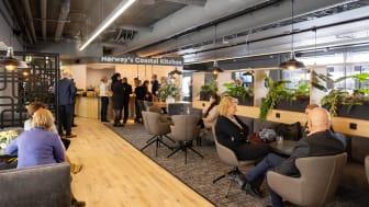 Denne uken er Hurtigruten Norges nye lounge klar til å ta imot alle gjester som skal reise med Hurtigruten fra Bergen. Foto: Espen Mills / Hurtigruten Norge