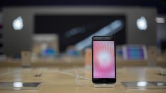 Samsung ja Apple hallitsevat kesäkuun myydyimpien puhelinten TOP 10 -listaa.