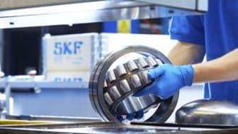 Montering på SKF i Göteborg i vars produktion Rittal har kunnat utvärdera det nya kylaggregatet Blue e+. Resultatet imponerar. Energieffektiviteten förbättrades med 76,5 procent.
